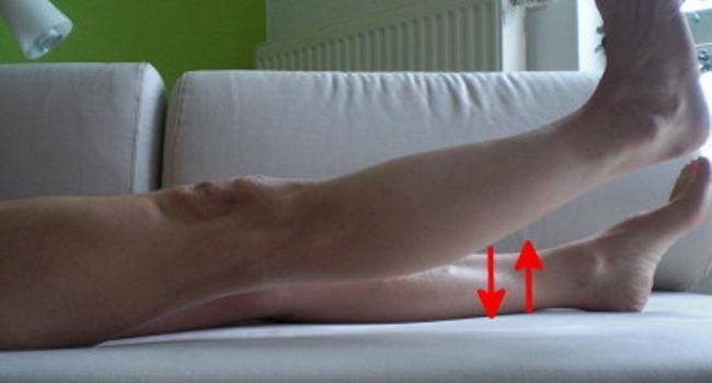 Kreuzbandriss Reha Übung gestrecktes Bein