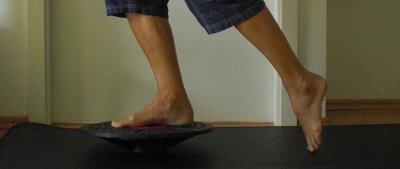Knie Training Aufbauübung Therapiekreisel einbeinig