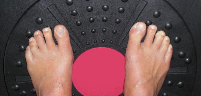Knie Training Balance mit dem Therapiekreisel