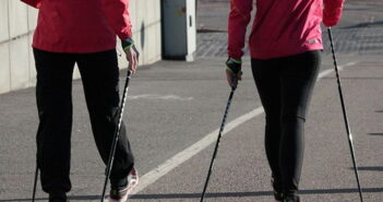 Arthrose im Knie - Nordic Walking als Ausdauertraining
