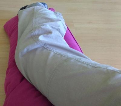 Optimal schlafen mit Knieorthese