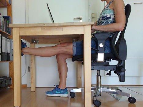 Bein anheben in Streckstellung für Oberschenkelmuskel