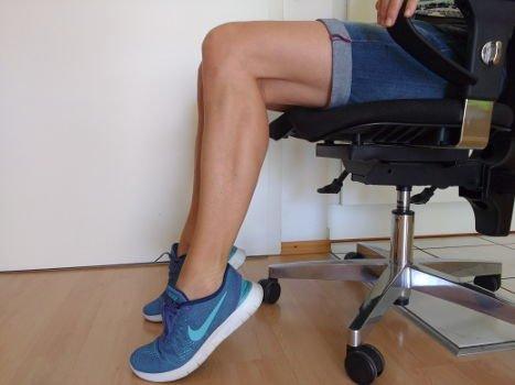 Fußballen wippen gegen dickes Knie