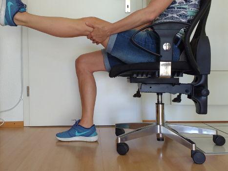 Streckung im Kniegelenk fördern bei dickem Kniegelenk